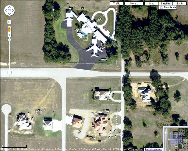 john travoltas house with airplanes on google maps Picture of the Day   We Dont Need Roads