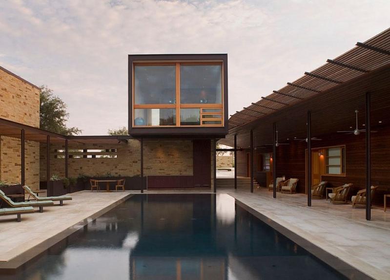 Lake travis retreat beautiful cottage in texas - Maison contemporaine dick clark architecture ...