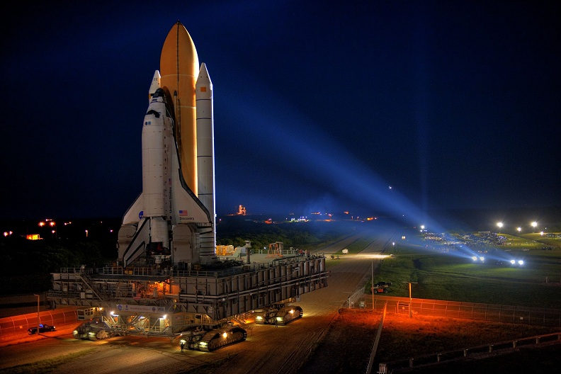 sts-133-rolling-shuttle-to-launch-pad