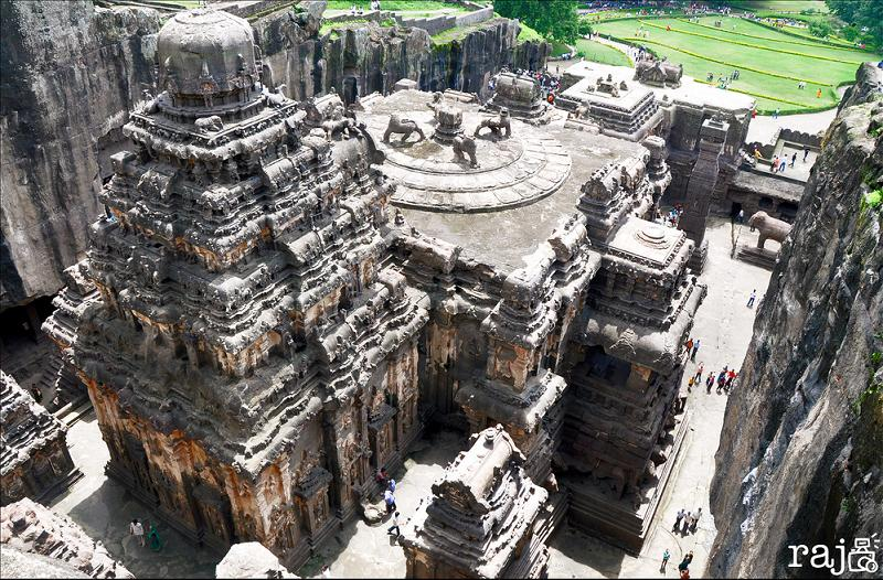 ellora caves india mountain temples 8 The Ellora Caves: Cliff Temples of India [25 pics]