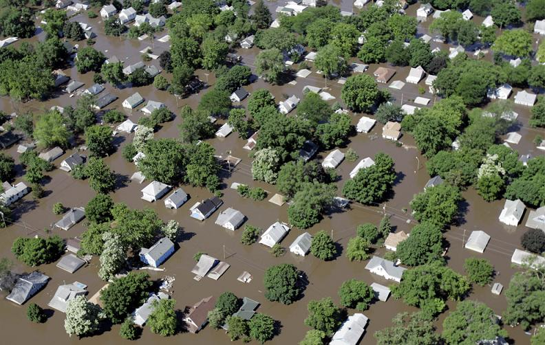 flooding iowa 2008 2 Natures Fury: 30 Chilling Photos of Natural Hazards