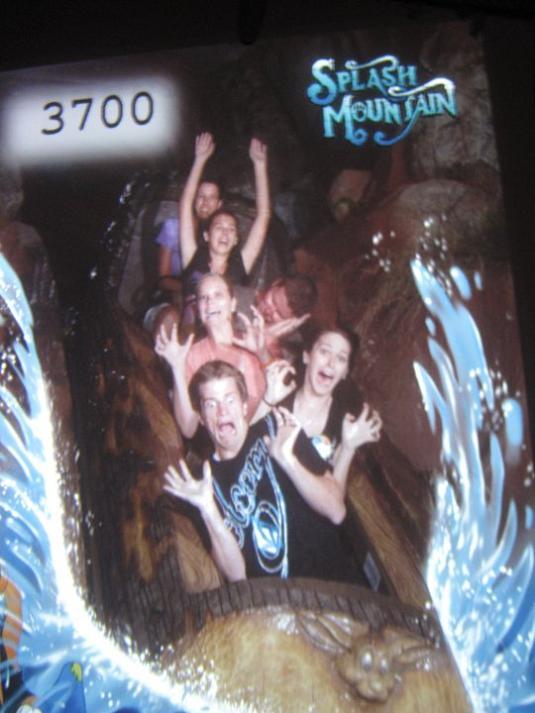 funny splash mountain freak out 21 Hilarious Pics from Disney Worlds Splash Mountain