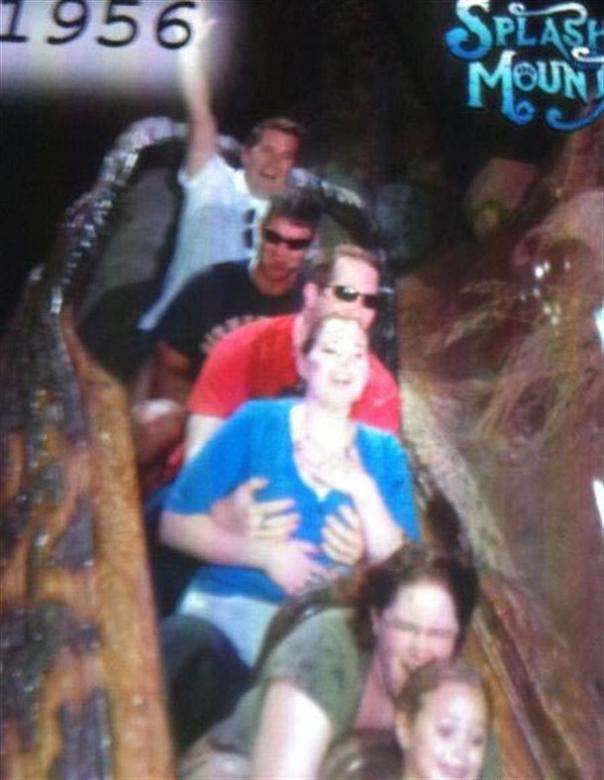 funny splash mountain grope 21 Hilarious Pics from Disney Worlds Splash Mountain