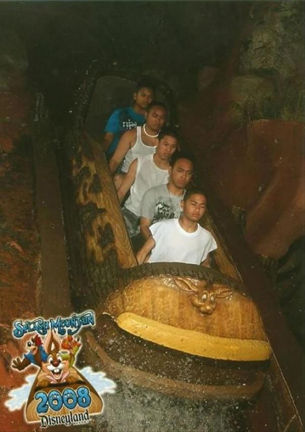 funny splash mountain no emotion 21 Hilarious Pics from Disney Worlds Splash Mountain