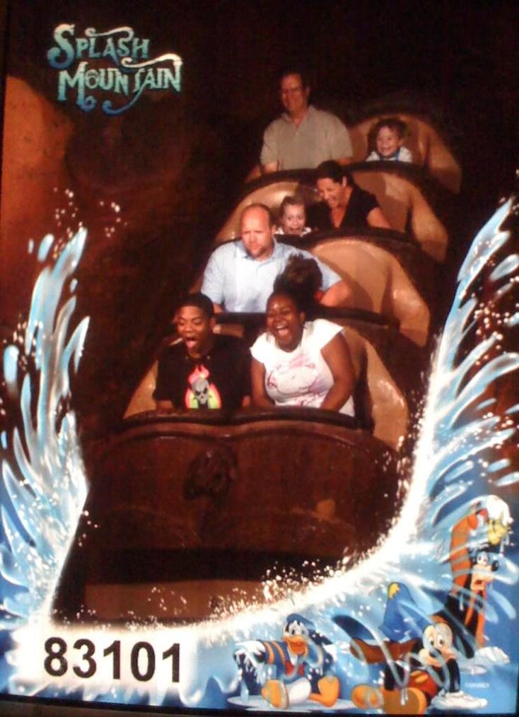 funny splash mountain not having fun 21 Hilarious Pics from Disney Worlds Splash Mountain