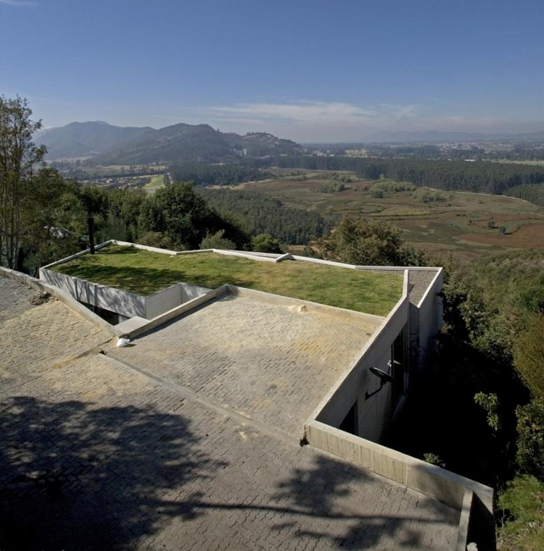 Beautiful Home on a Steep Hill with Incredible View [14 pics ...