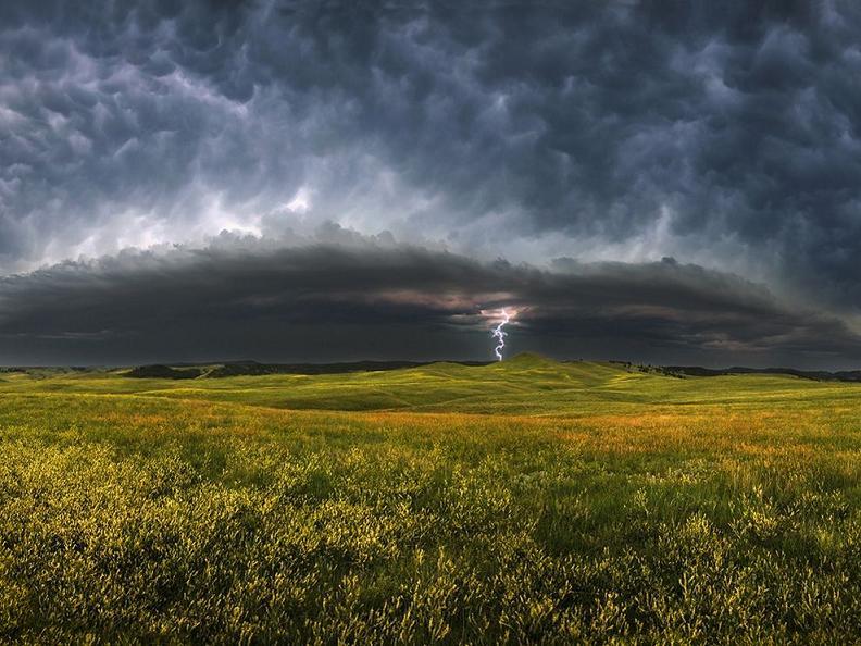 storm clouds south dakota 23945 990x742 Natures Fury: 30 Chilling Photos of Natural Hazards