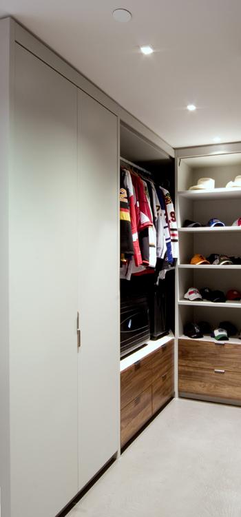beautiful interior design by kelly reynolds 1000 sq ft. Black Bedroom Furniture Sets. Home Design Ideas