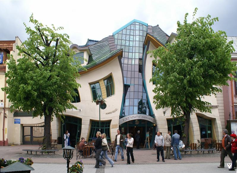 krzywy domek distorted building in poland Picture of the Day: The Crooked House in Poland | Dec. 18, 2010