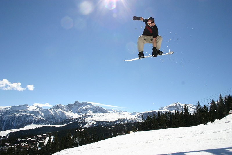 indy grab snowboarding The 5 Essential Snowboard Grabs [20 Pics]