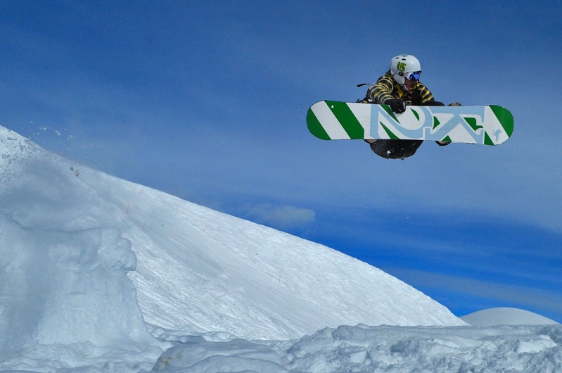 indy grab The 5 Essential Snowboard Grabs [20 Pics]