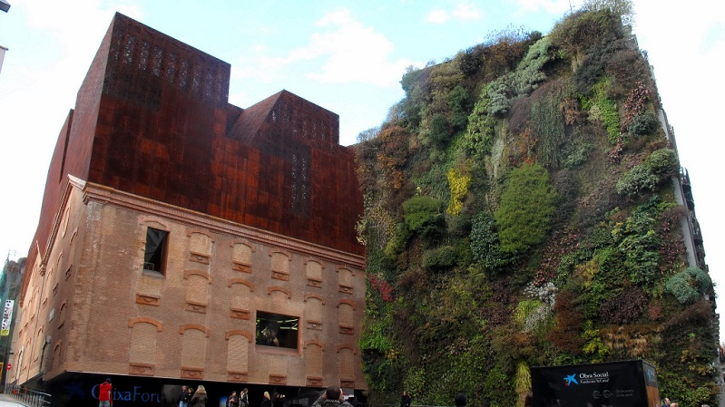 Picture of the day vertical garden wall in madrid spain for Jardin vertical madrid