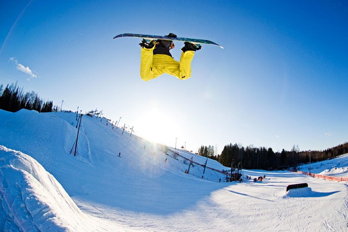 method grab The 5 Essential Snowboard Grabs [20 Pics]