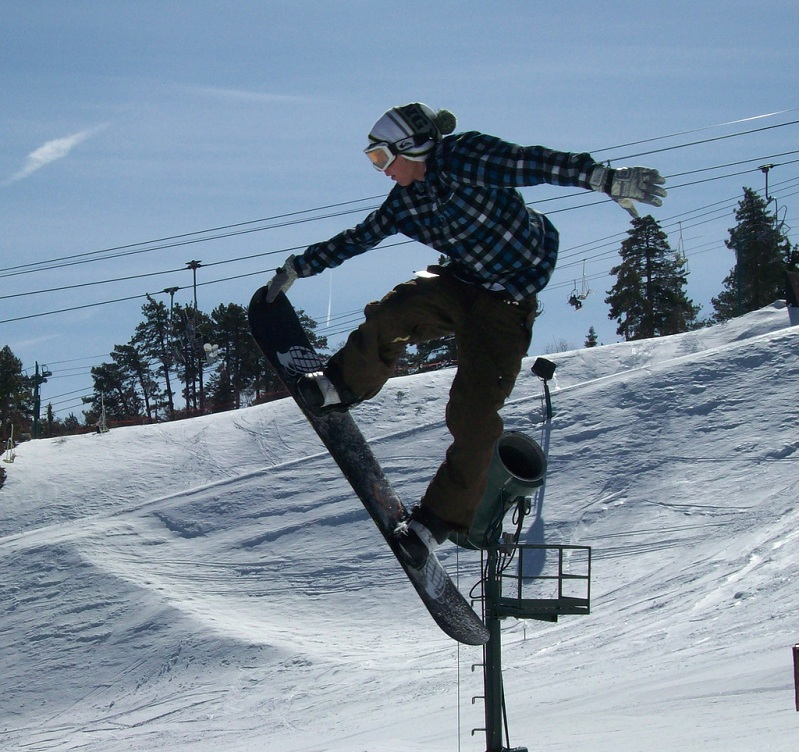 nose grab snowboard The 5 Essential Snowboard Grabs [20 Pics]