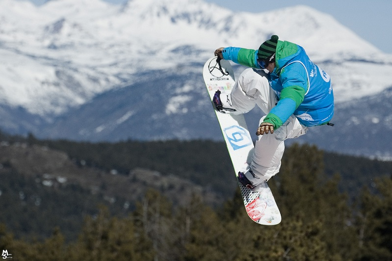 nose grab snowboarding The 5 Essential Snowboard Grabs [20 Pics]