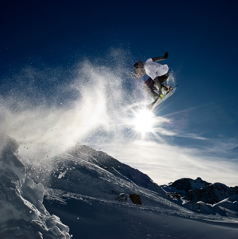 stalefish grab The 5 Essential Snowboard Grabs [20 Pics]