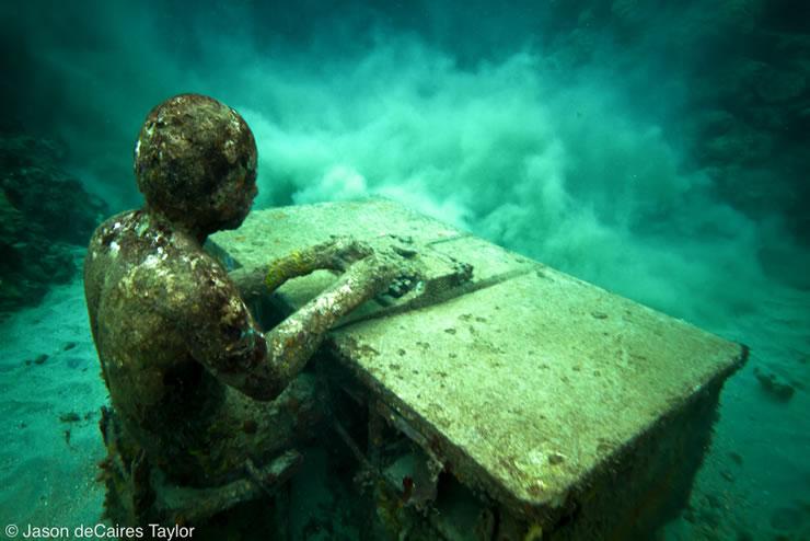 underwater sculptures artist jason decaires taylor artificial reefs 21 Astonishing Underwater Sculptures by Jason deCaires Taylor [30 pics]