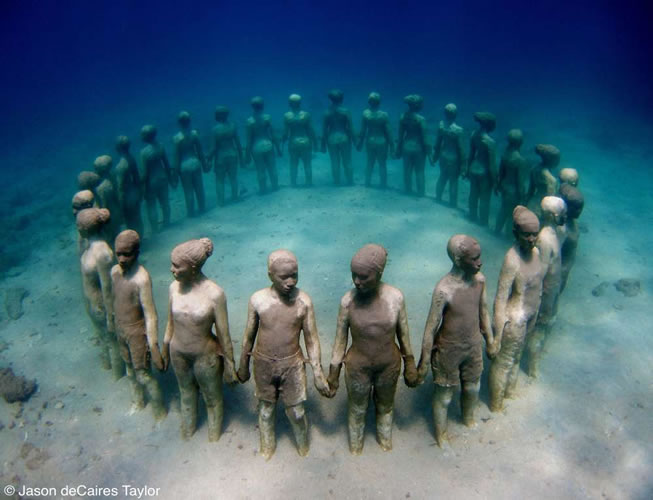 underwater sculptures artist jason decaires taylor artificial reefs 30 Astonishing Underwater Sculptures by Jason deCaires Taylor [30 pics]