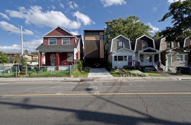 251 lumsden toronto shaft house reza aliabadi 12 Shaft House by Reza Aliabadi   Tall House, Narrow Lot