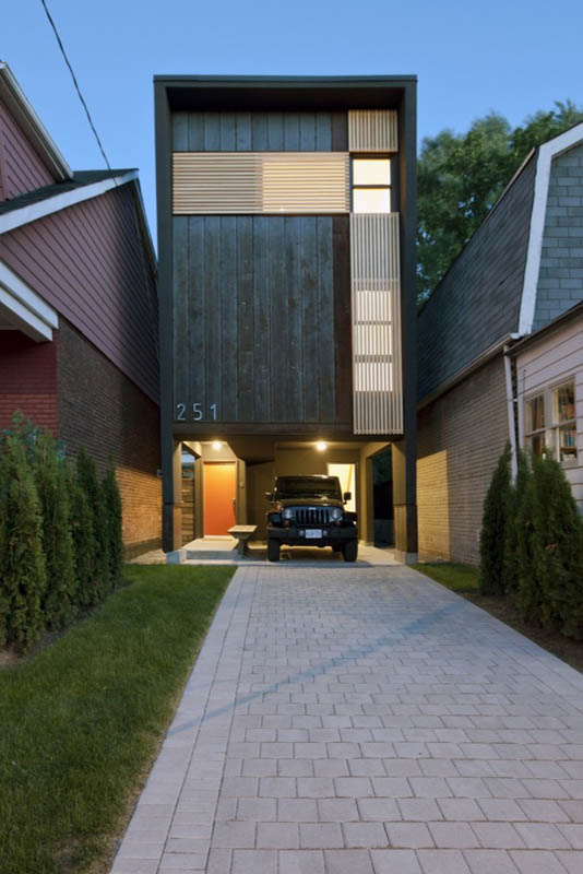 251 lumsden toronto shaft house reza aliabadi 5 Shaft House by Reza Aliabadi   Tall House, Narrow Lot