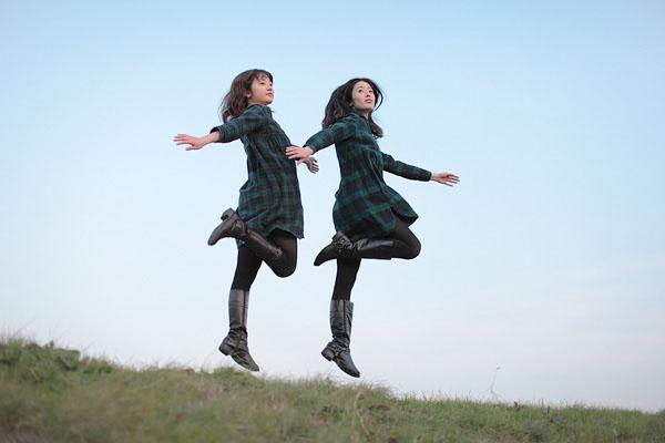 japanese girl levitates natsumi hayashi 10 Natsumi Hayashi: A Life of Levitation [25 pics]