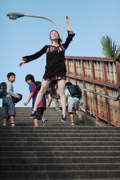 japanese girl levitates natsumi hayashi 12 Natsumi Hayashi: A Life of Levitation [25 pics]
