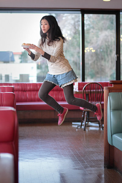 japanese girl levitates natsumi hayashi 15 Natsumi Hayashi: A Life of Levitation [25 pics]