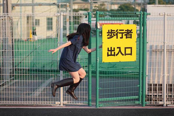 japanese girl levitates natsumi hayashi 19 Natsumi Hayashi: A Life of Levitation [25 pics]