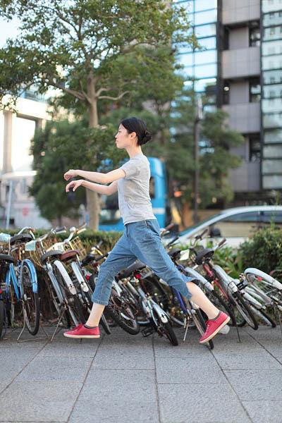 japanese girl levitates natsumi hayashi 23 Natsumi Hayashi: A Life of Levitation [25 pics]