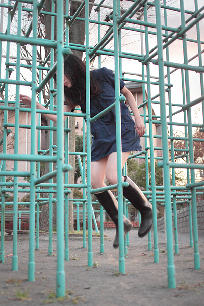 japanese girl levitates natsumi hayashi 5 Natsumi Hayashi: A Life of Levitation [25 pics]