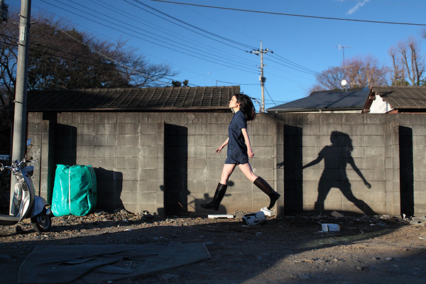 japanese girl levitates natsumi hayashi 6 Natsumi Hayashi: A Life of Levitation [25 pics]