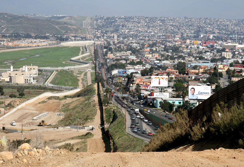 mexico us border san diego tijuana The Top 50 Pictures of the Day for 2011