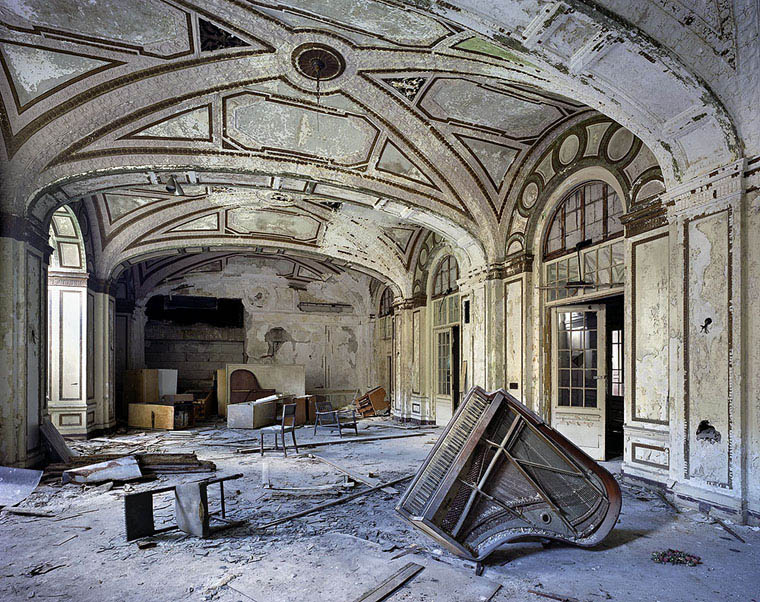 ruins of detroit yves marchand romain meffre 1 The Ruins of Detroit