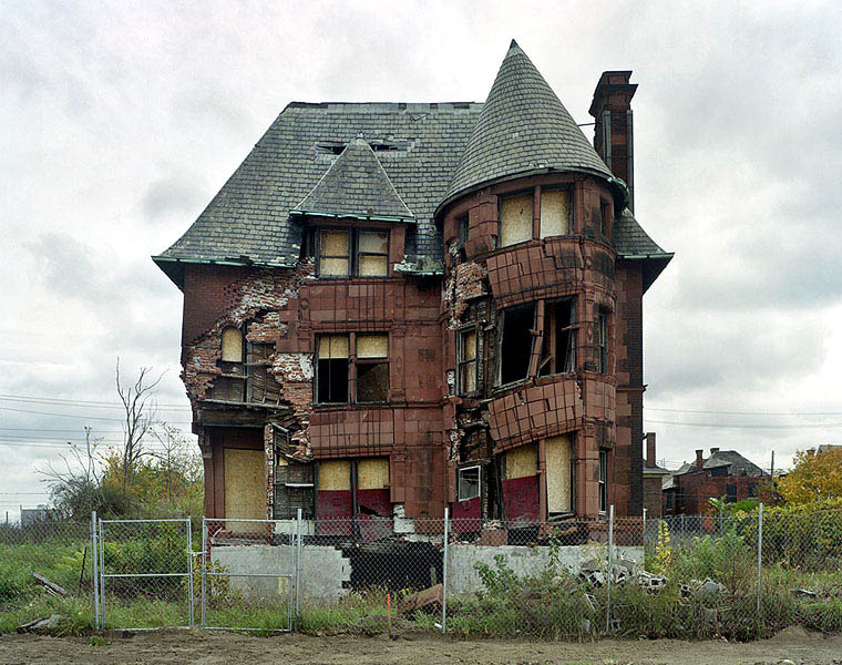ruins of detroit yves marchand romain meffre 16 The Abandoned Island in the Middle of New York