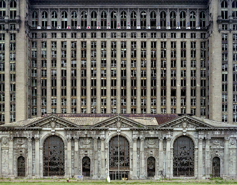 ruins of detroit yves marchand romain meffre 3 The Ruins of Detroit