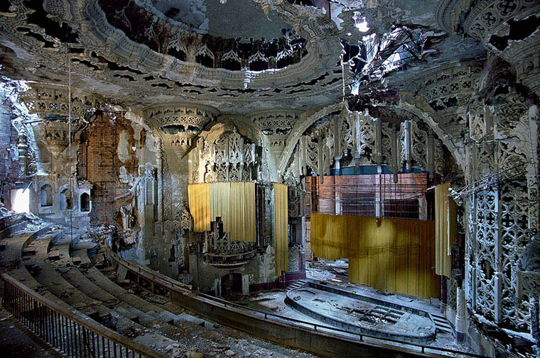 ruins of detroit yves marchand romain meffre 6 A Tour of Abandoned Houses in Detroit