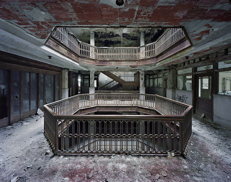 ruins of detroit yves marchand romain meffre 7 The Ruins of Detroit