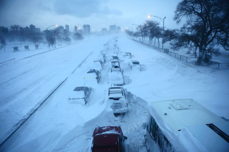 snowstorm chicago cars abandoned on lake shore drive Picture of the Day: Meanwhile in Chicago...