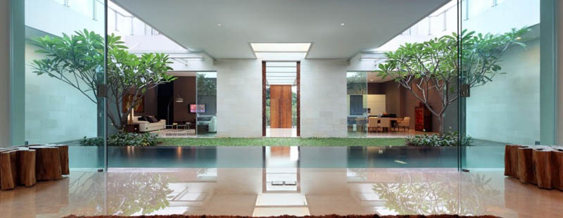 The stunning static house in jakarta indonesia 30 pics for Green garden pool jakarta