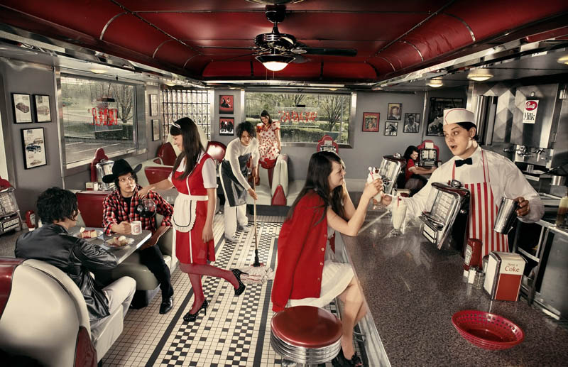 the white stripes in a diner Picture of the Day: The White Stripes