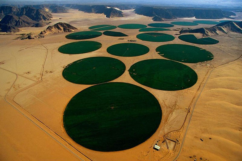 center pivot irrigation mae28099an jordan 25 Mind Blowing Aerial Photographs Around the World