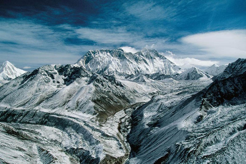 mount everest himalayas nepal 25 Mind Blowing Aerial Photographs Around the World