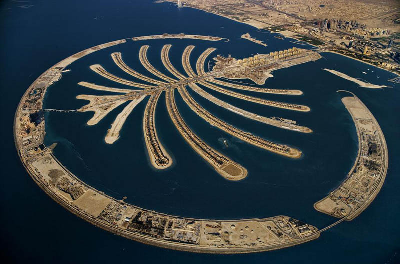 palm jumeirah artificial island dubai united arab emirates 25 Mind Blowing Aerial Photographs Around the World