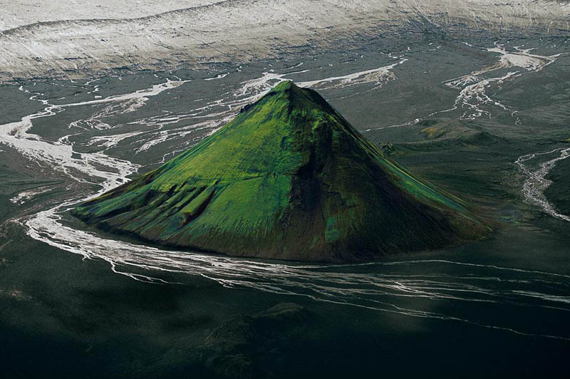 the maelifell volcano on the edge of the myrdalsjc3b6kull glacier iceland 25 Mind Blowing Aerial Photographs Around the World