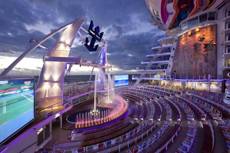 worlds biggest cruise ship allure of the seas royal carribean 10 The World's Largest Aquarium [25 pics]