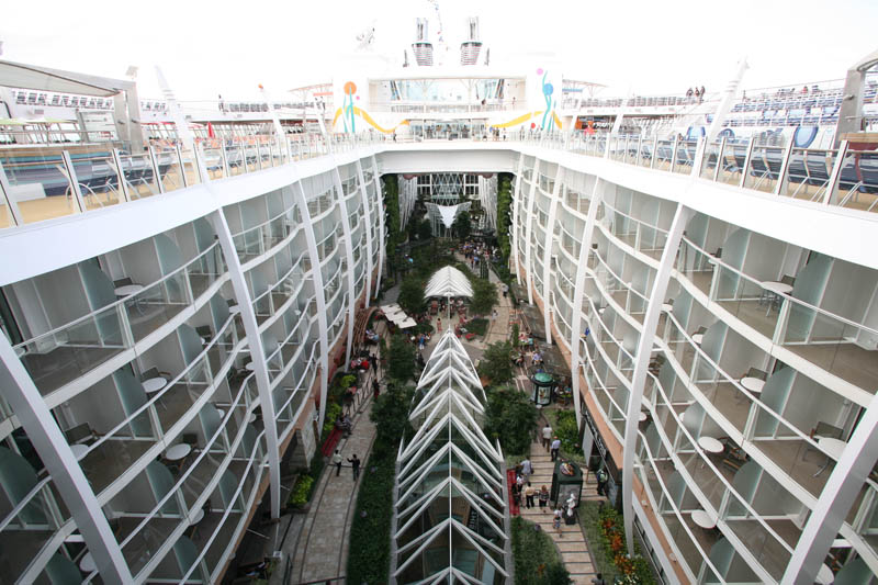 worlds biggest cruise ship allure of the seas royal carribean 17 The Worlds Largest Cruise Ship: Allure of the Seas