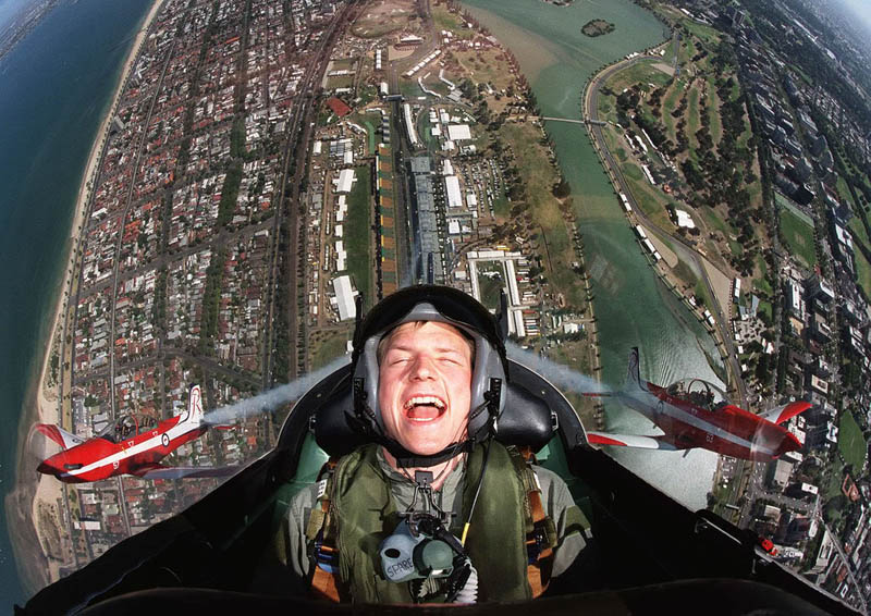 kimi raikkonen flying in plane over australian grand prix albert park Picture of the Day: Wheeeeee!