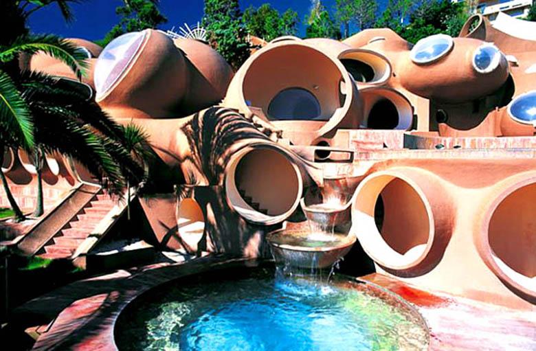 Pierre Cardin's Bubble House 'Palais Bulles' by AnttiLovag