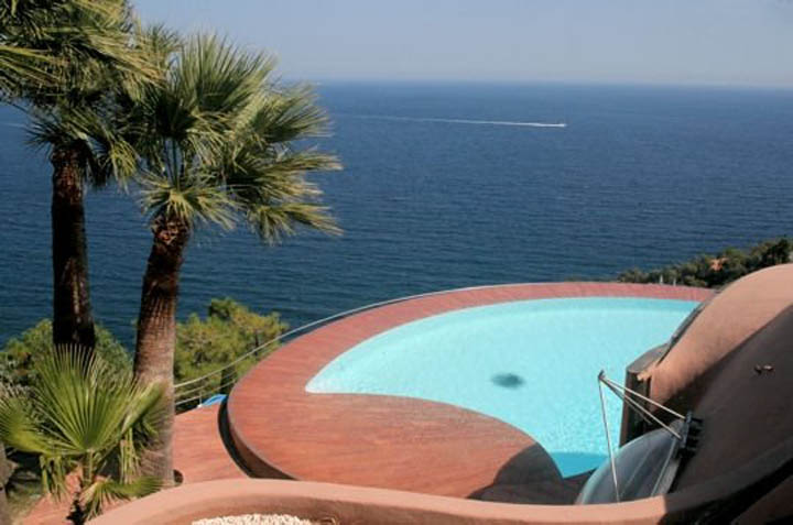 palais bulles palace of bubbles pierre cardin house antti lovag cannes 21 Pierre Cardins Bubble House Palais Bulles by Antti Lovag
