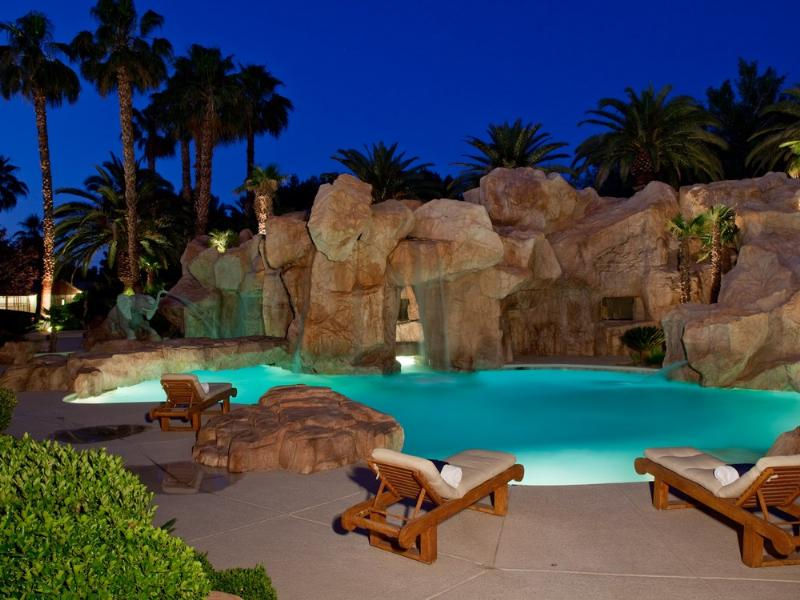 primm party compound complex las vegas 19 Crazy Party Compound in Las Vegas [20 pics]